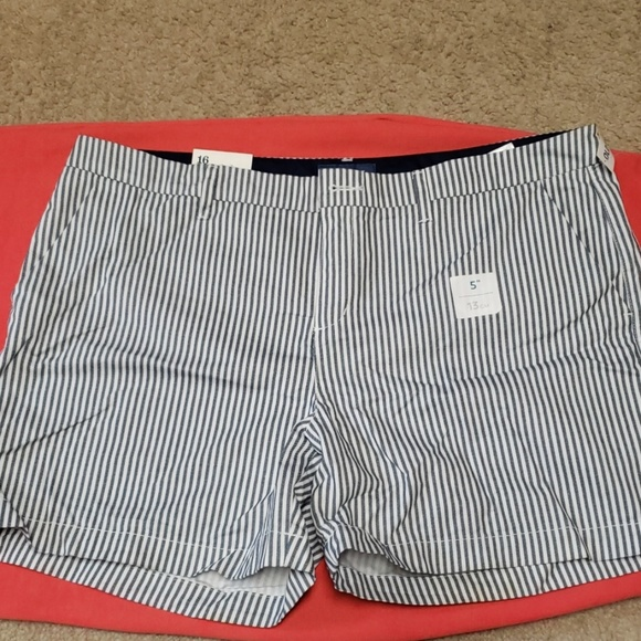 Old Navy Pants - NWT Old Navy everyday shorts
